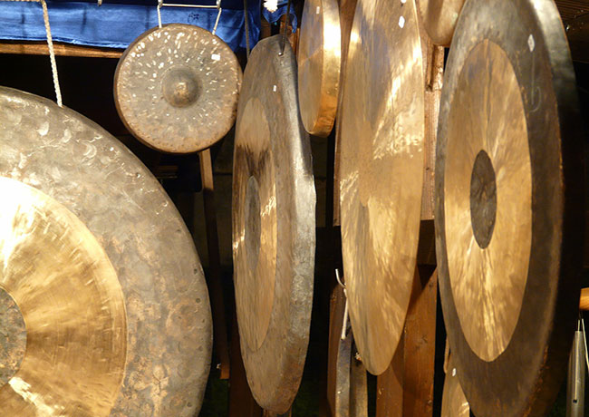 Gongs and cymbals